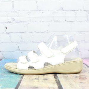 COBBIE CUDDLERS Beatrice Sandals Size 9 W
